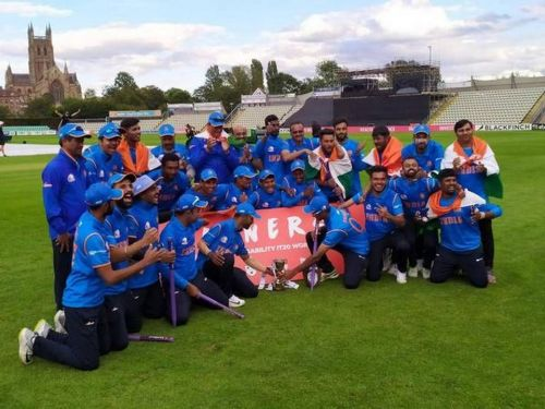 The triumphant Indian team with the coveted prize. (PC: The Hindu)