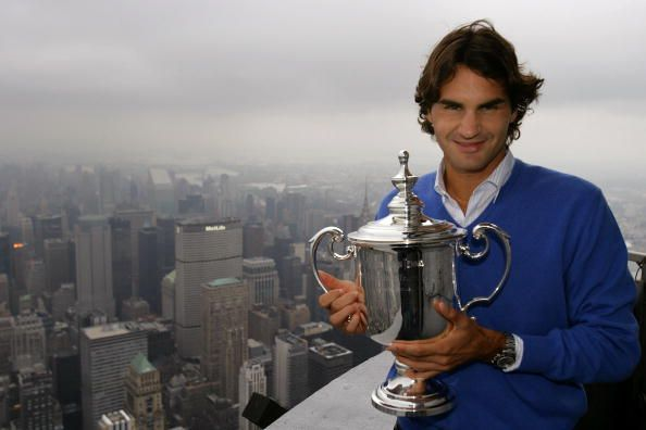 Federer poses with his 5th US Open trophy in 2008