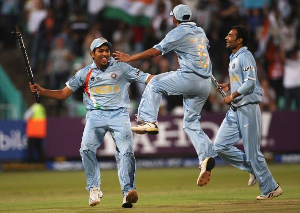 Joginder Sharma (R), the man of the moment in the 2007 World T20 semifinal