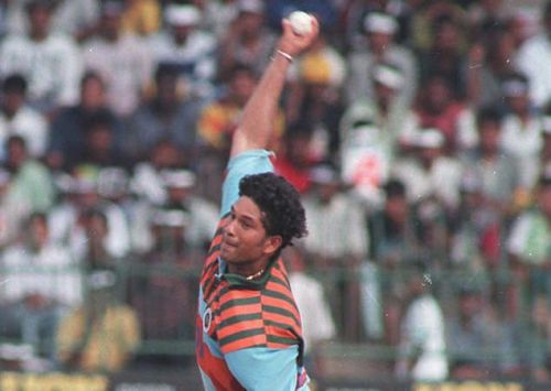 Tendulkar's bowling took India to Titan cup final in 1996