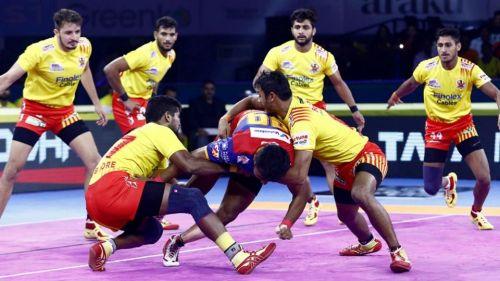 Can the Gujarat defenders keep the Delhi raiders at bay?