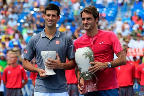 Djokovic poses with Federer after a record 5th runner-up finish in Cincinnati