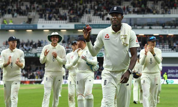 जोफ्रा आर्चर ने 6 विकेट झटके
