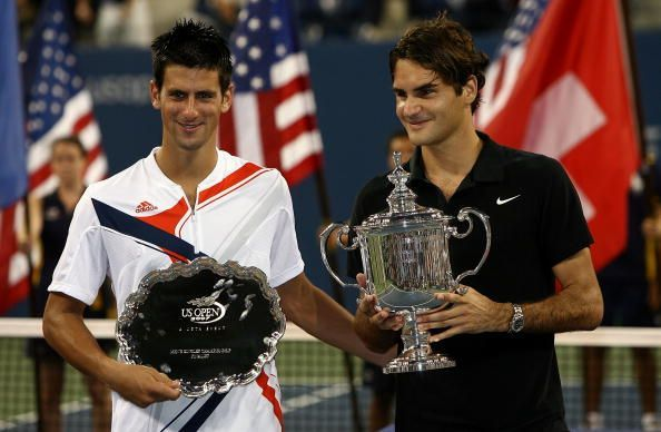 Federer poses with his record 4th consecutive US Open title in 2007
