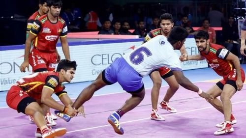 Saurabh Nandal (Holding the ankles of the raider)