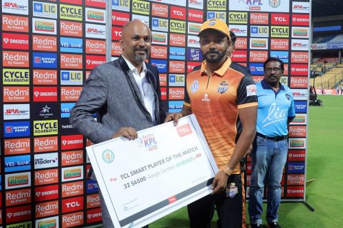 KB Pawan receiving a 'Man of the Match' award for a fifty against Shivamogga earlier in the season