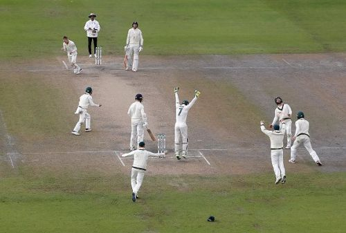 Australian players exult after their victory in the fourth Test.