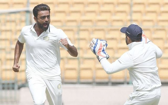 जयदेव उनादकट ने पहले दिन 4 विकेट ले लिए हैं