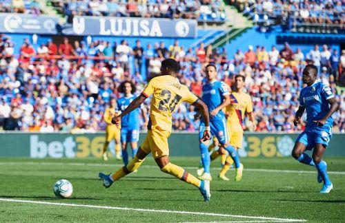 Junior Firpo goes for goal