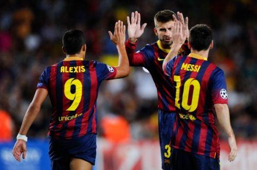 Alexis Sánchez (L) with Gerard Pique and Lionel Messi