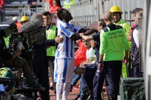 Pescara player Sulley Muntari was penalized for reporting racist behavior