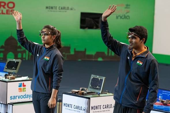 मनु भाकर और सौरभ चौधरी ने फाइनल में हमवतन यशस्विनी देसवाल और अभिषेक वर्माको 17-15 से हराया