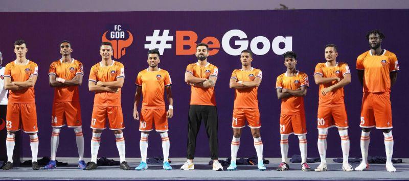 FC Goa players along with Virat Kohli sporting the new jersey