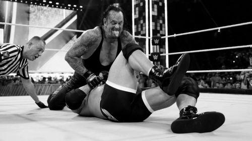 WWE सुपर शोडाउन में गोल्डबर्ग और द अंडरटेकर का मैच