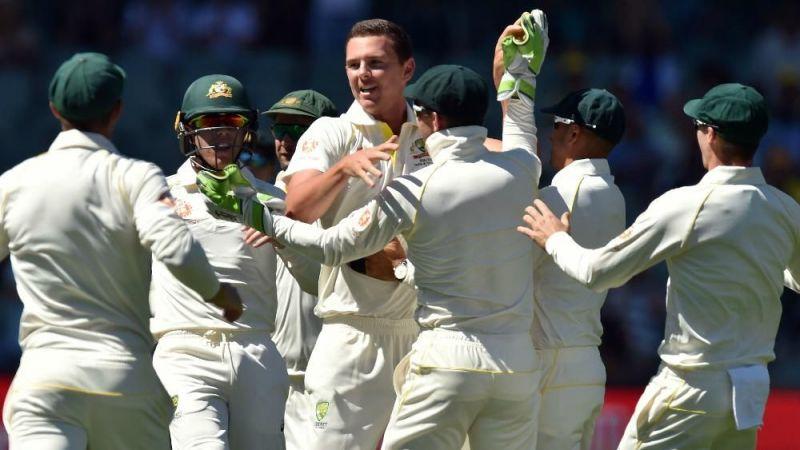 जोश हेजलवुड ने 4 विकेट लिए