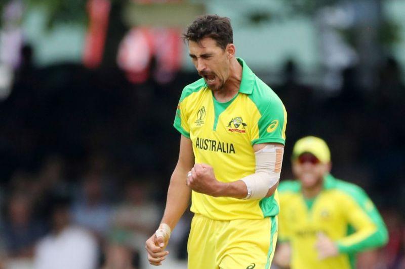 मिचेल स्टार्क विश्व कप 2019 में इंग्लैंड के बल्लेबाज बेन स्टोक्स को बोल्ड कर जश्न मनाते हुए