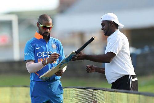 शिखर धवन ने 52 रनों की पारी खेली