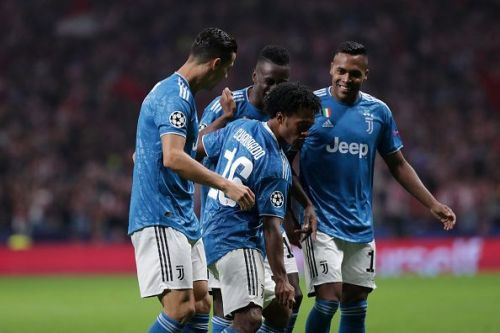 Juventus players celebrate Juan Cuadrado's opener