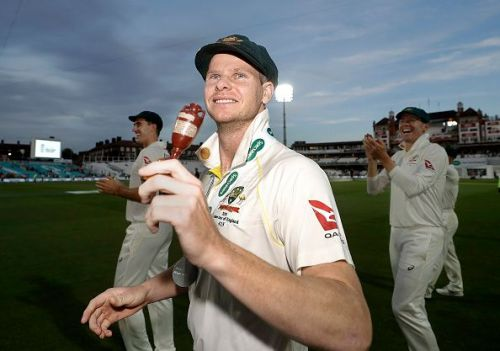 Steve Smith with the urn.