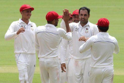 राशिद खान और मोहम्मद नबी का गेंदबाजी में बेहतरीन प्रदर्शन