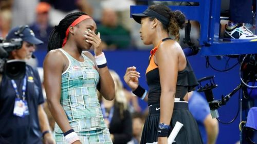 Naomi Osaka (R) asking Coco Gauff (L) to address the fans along with her at the US Open