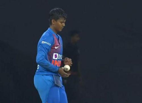दीप्ति शर्मा की घातक गेंदबाजी (फोटो: बीसीसीआई)