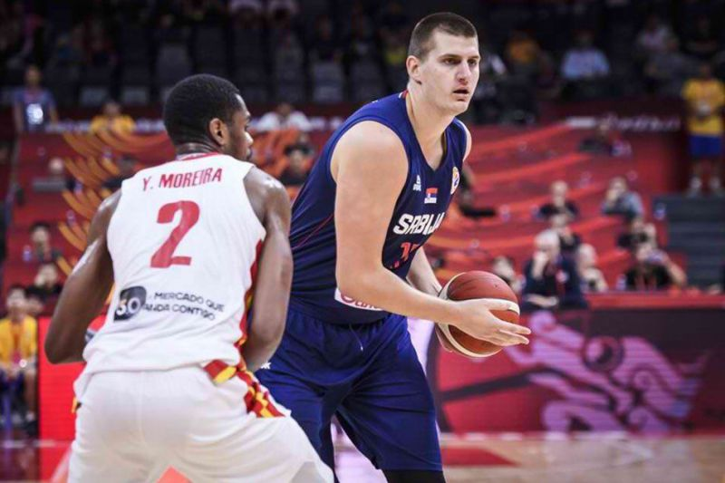 Point center Jokic looking to make a play against Angola. (Image: FIBA)