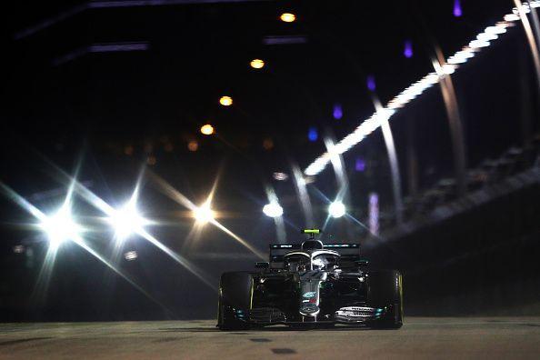Bottas under the lights in Q1