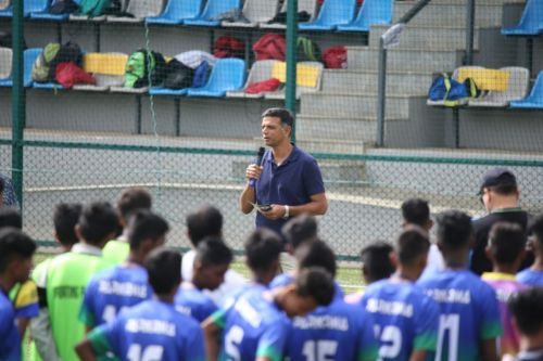 Rahul Dravid addressing the kids