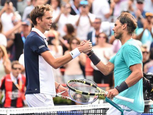 Daniil Medvedev(L) and Rafael Nadal