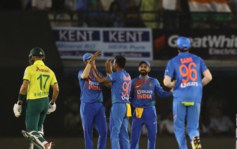 भारतीय टीम की बढ़िया गेंदबाजी (फोटो: BCCI)