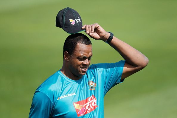 Courtney Walsh:An old-school No.11.