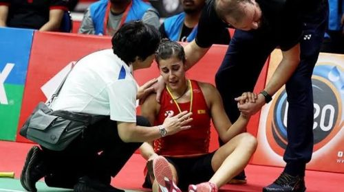Carolina Marin grimaces in pain after her unfortunate injury at the Indonesia Masters