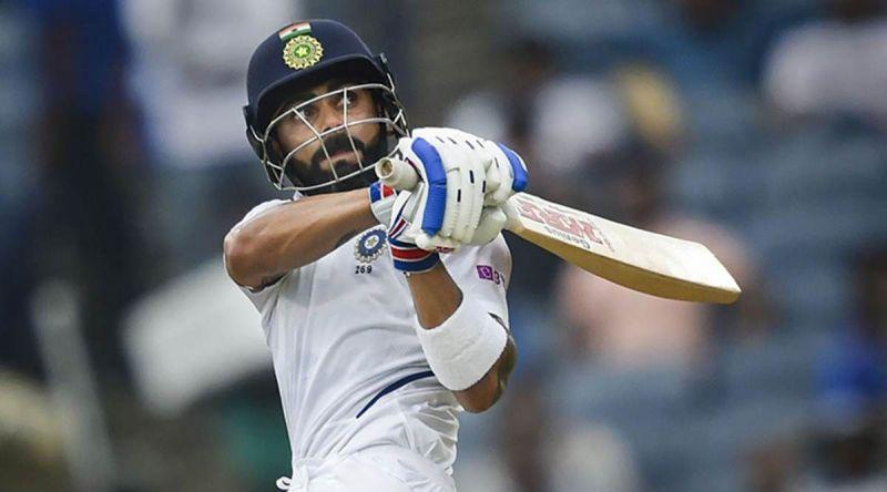 विराट कोहली बल्लेबाजी के दौरान शॉट खेलते हुए