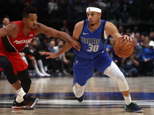Seth Curry in action for the Dallas Mavericks.