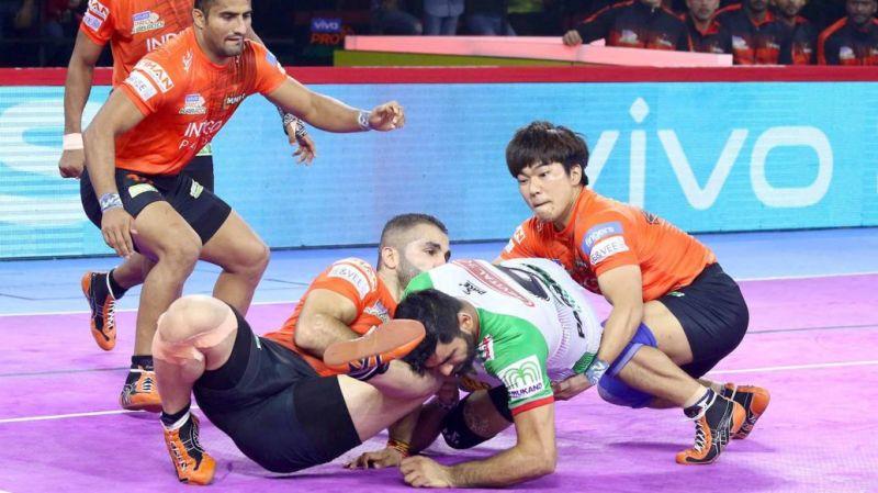 Can Fazel Atrachali keep Pardeep Narwal