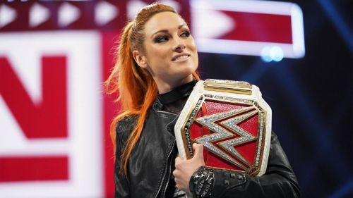 Becky Lynch defeated Sasha Banks at Hell In A Cell