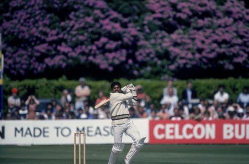कपिल देवतूफानी बल्लेबाजी कपिल देव के इन चार छक्कों से भारत ने फॉलोऑन लगभग बचा लिया।