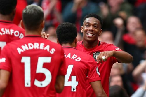 Manchester United host league leaders Liverpool on Sunday afternoon