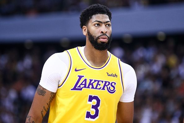 Anthony Davis left the court early during the Lakers