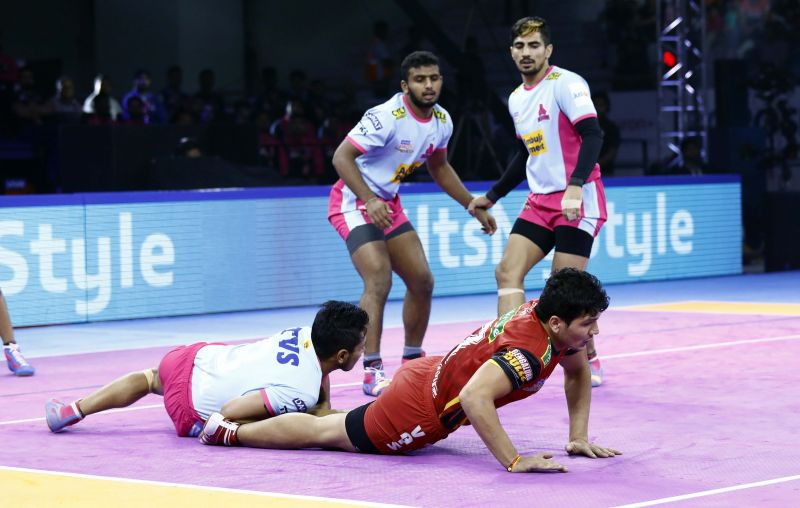Jaipur Pink Panthers crushed Bengaluru Bulls to register a 41-34 victory