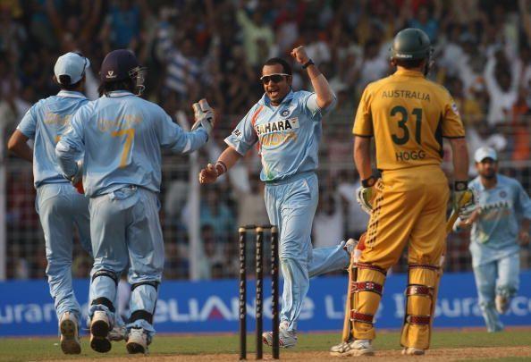 Murali Kartik celebrating the wicket of Brad Hogg.