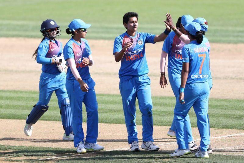 भारतीय गेंदबाजों का शानदार प्रदर्शन
