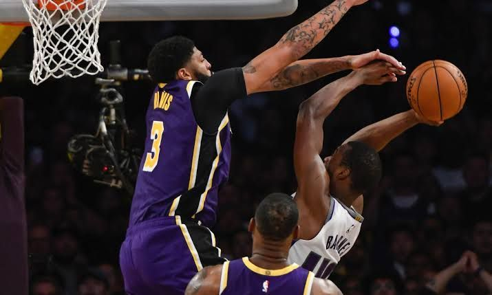 A block at the last second by Anthony Davis ensured that the Kings did not take the Lakers to overtime.