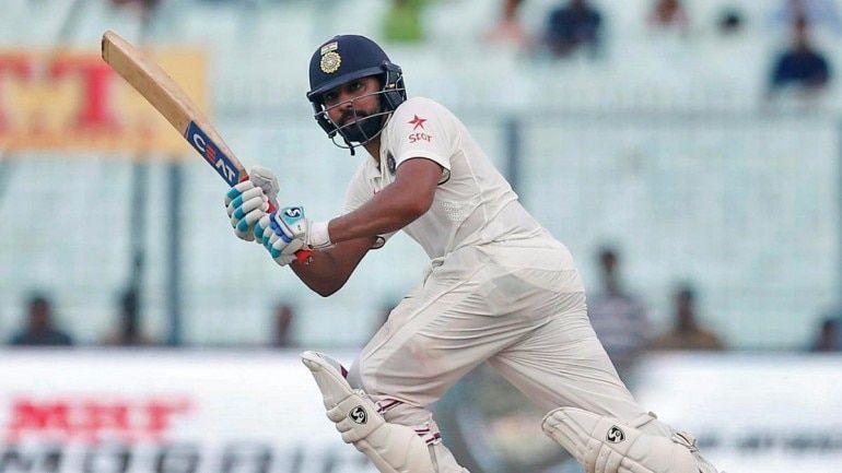 बल्लेबाज़ी करते हुए रोहित शर्मा