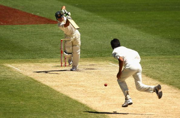 Ishant Sharma bowling to Ricky Ponting