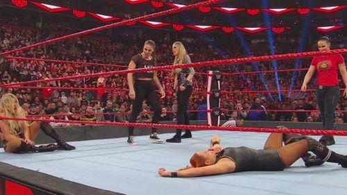 NXT सुपरस्टार्स ने बैकी लिंच और शार्लेट पर हमला किया