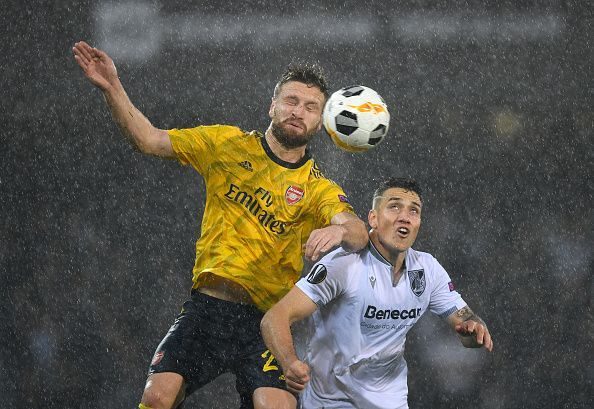 Vitoria and Arsenal played out a draw in a rain-soaked encounter