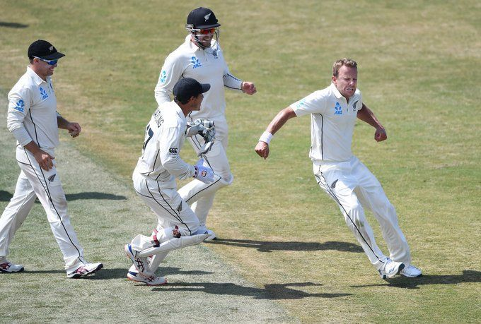 विकेट लेने के बाद कीवी टीम