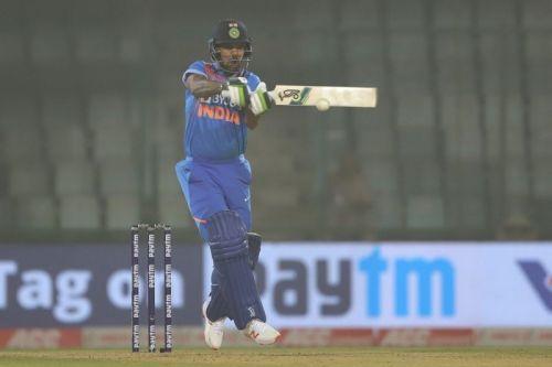 भारतीय टीम पहले बल्लेबाजी करते हुए संघर्ष कर रही है